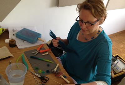Blending color gradations for layout to create color graduated cords (Ellen Baker's work, Happerschoss, Germany workshop, 2013).